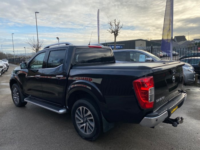 Nissan Navara Double Cab Pick Up Tekna 2.3dCi 190 4WD Pick Up Diesel Black