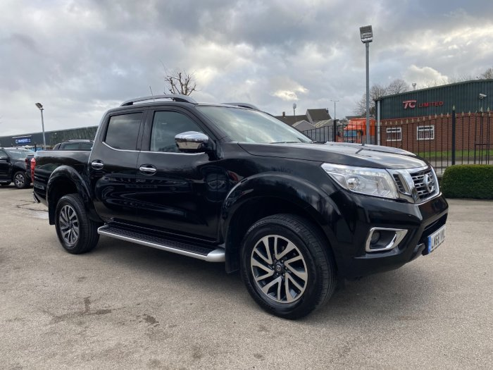 Nissan Navara Double Cab Pick Up Tekna 2.3dCi 190 4WD Auto Pick Up Diesel Black