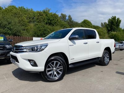 Toyota Hilux Invincible D/Cab Pick Up 2.4 D-4D Pick Up Diesel WhiteToyota Hilux Invincible D/Cab Pick Up 2.4 D-4D Pick Up Diesel White at Mark Duesbury Cars Chesterfield