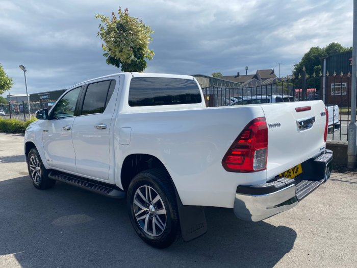 Toyota Hilux Invincible D/Cab Pick Up 2.4 D-4D Pick Up Diesel White