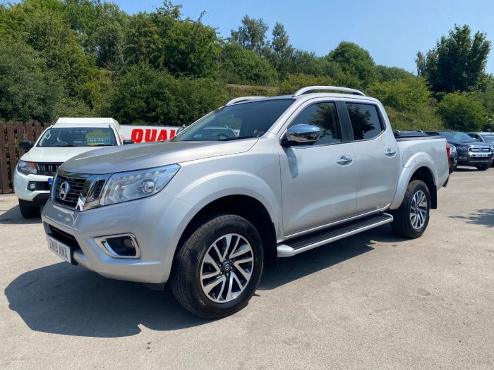 Nissan Navara Double Cab Pick Up Tekna 2.3dCi 190 4WD Auto Pick Up Diesel Silver