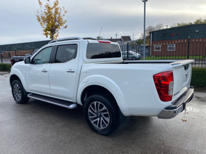 Nissan Navara Double Cab Pick Up Tekna 2.3dCi 190 4WD Auto Pick Up Diesel White