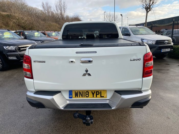 Mitsubishi L200 2.4 Double Cab DI-D 178 Warrior 4WD Pick Up Diesel White