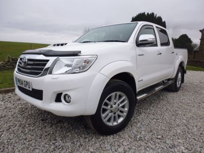 Toyota Hilux Invincible D/Cab Pick Up 3.0 D-4D 4WD 171 Four Wheel Drive Diesel WhiteToyota Hilux Invincible D/Cab Pick Up 3.0 D-4D 4WD 171 Four Wheel Drive Diesel White at Mark Duesbury Cars Chesterfield