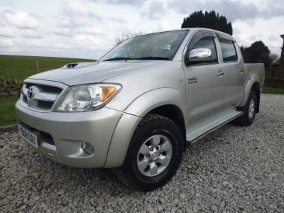 Toyota Hilux HL3 Double Cab Pick Up 3.0 D-4D 4WD Four Wheel Drive Diesel SilverToyota Hilux HL3 Double Cab Pick Up 3.0 D-4D 4WD Four Wheel Drive Diesel Silver at Mark Duesbury Cars Chesterfield