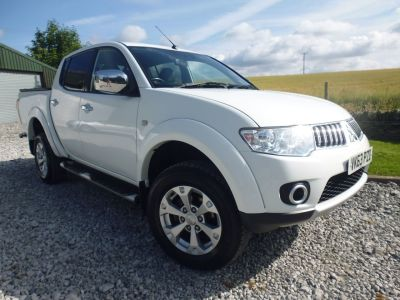 Mitsubishi L200 2.5 D/Cab DI-D Warrior II 4WD 176Bhp [2010] Four Wheel Drive Diesel WhiteMitsubishi L200 2.5 D/Cab DI-D Warrior II 4WD 176Bhp [2010] Four Wheel Drive Diesel White at Mark Duesbury Cars Chesterfield