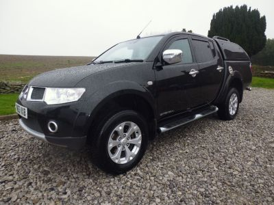 Mitsubishi L200 2.5 Double Cab DI-D Barbarian 4WD 176Bhp Four Wheel Drive Diesel BlackMitsubishi L200 2.5 Double Cab DI-D Barbarian 4WD 176Bhp Four Wheel Drive Diesel Black at Mark Duesbury Cars Chesterfield