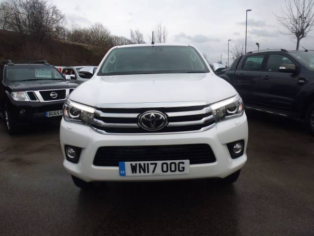 Toyota Hilux Invincible D/Cab Pick Up 2.4 D-4D Auto Four Wheel Drive Diesel White