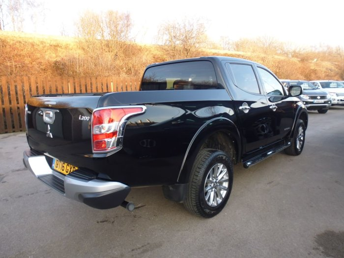 Mitsubishi L200 2.4 Double Cab DI-D 178 Barbarian 4WD Four Wheel Drive Diesel Black