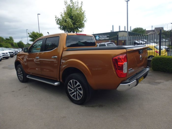 Nissan Navara Double Cab Pick Up N-Connecta 2.3dCi 190 4WD Pick Up Diesel Yellow